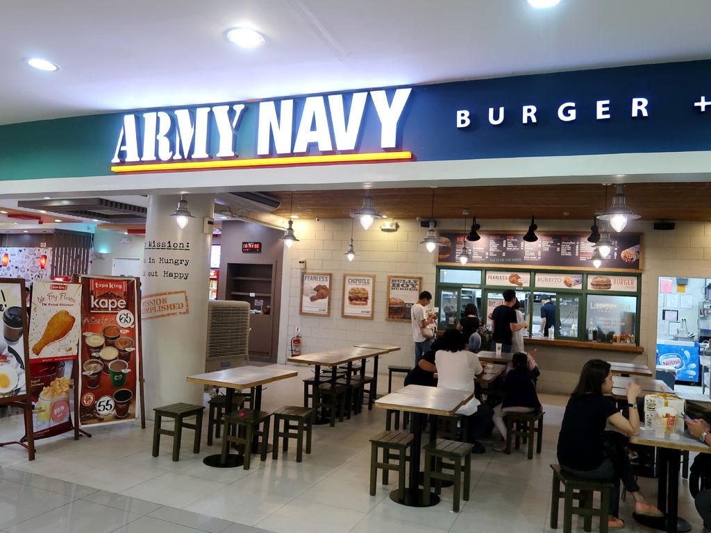 31-馬尼拉機場ArmyNavy.JPG