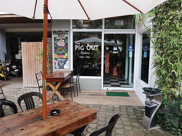 06-The Pig Out Bistro Boracay.JPG