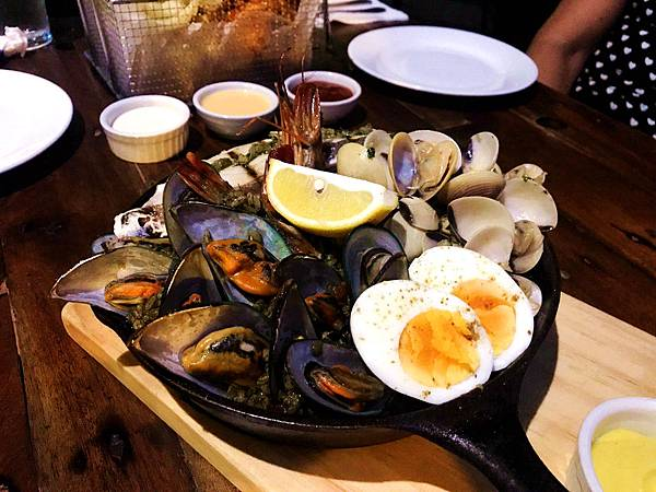 26-The Pig Out Bistro Boracay.jpg