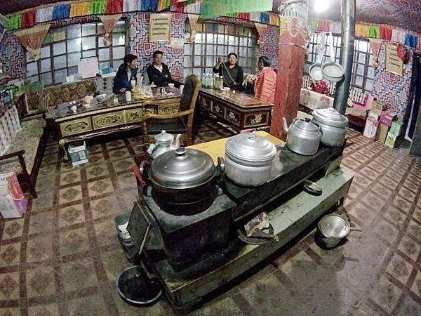 72-西藏阿里塔欽 藏式茶館 甜茶 糌粑 吳酸酸.JPG