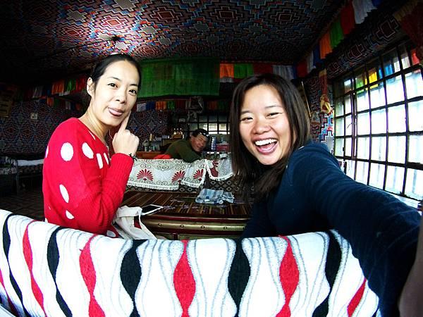 73-西藏阿里塔欽 藏式茶館 甜茶 糌粑 吳酸酸.JPG