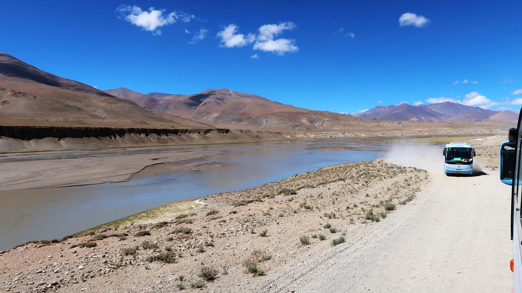 15-前往5200米珠峰大本營途中 西藏吳酸酸.JPG
