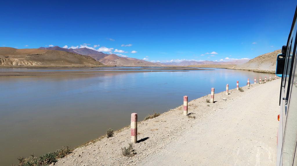 17-前往5200米珠峰大本營途中 西藏吳酸酸.JPG