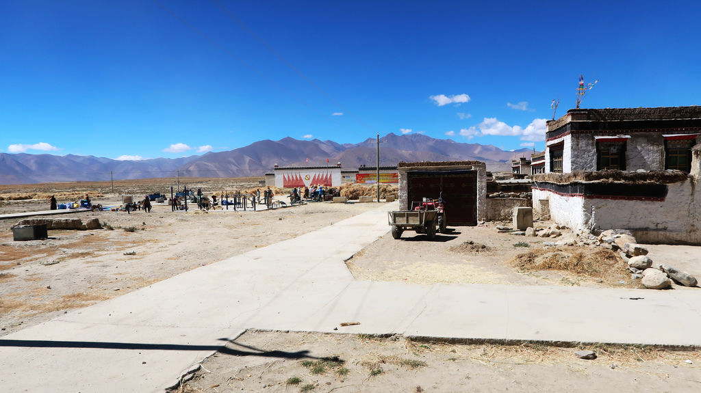 19-前往5200米珠峰大本營途中 西藏吳酸酸.JPG