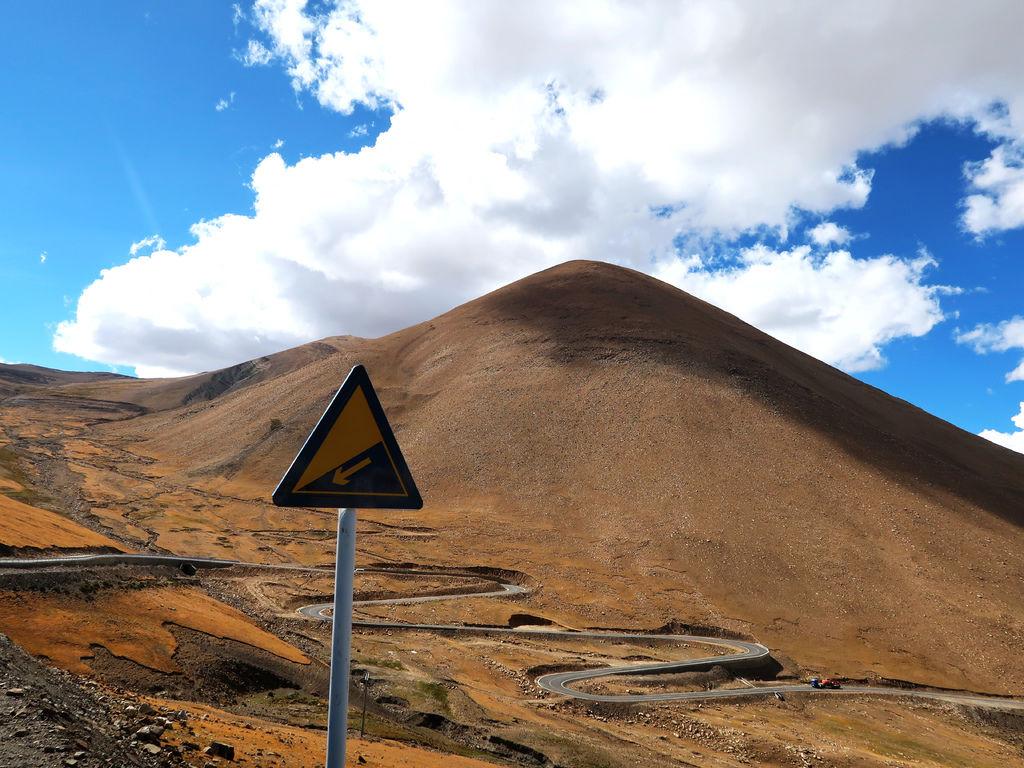 39-前往5200米珠峰大本營途中 西藏吳酸酸.JPG
