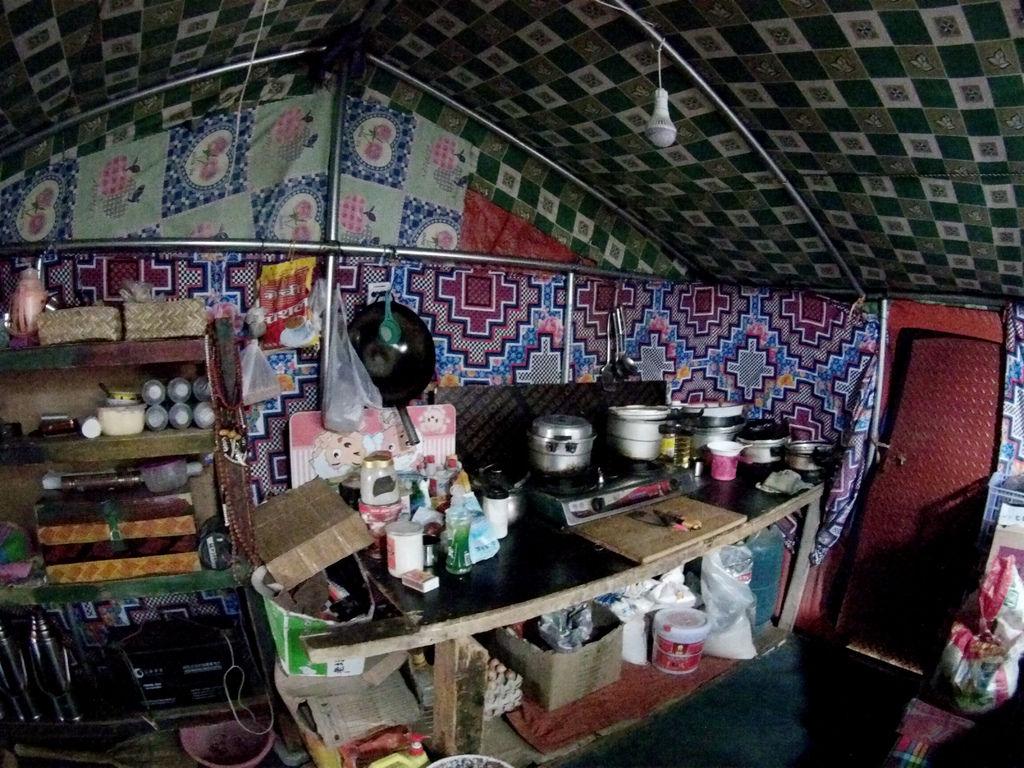 66-5200米珠峰大本營帳篷 西藏吳酸酸.JPG