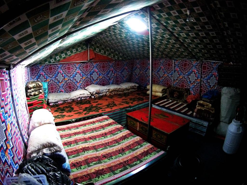 68-5200米珠峰大本營帳篷 西藏吳酸酸.JPG