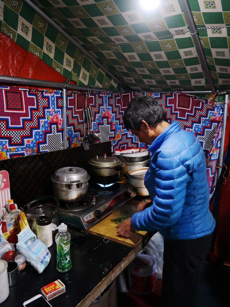 84-5200米珠峰大本營帳篷 西藏吳酸酸.JPG