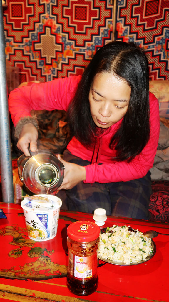 86-5200米珠峰大本營帳篷 西藏吳酸酸.JPG