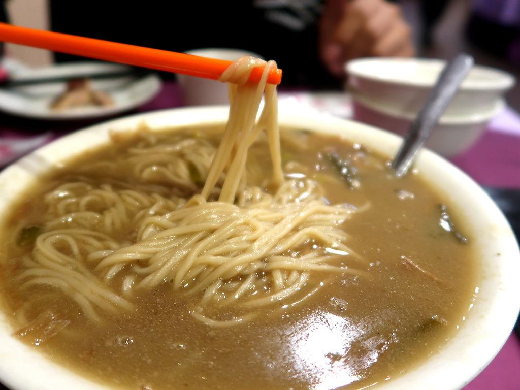 28-銀翼餐廳 空軍新生社飲食部 蔥開煨麵.JPG
