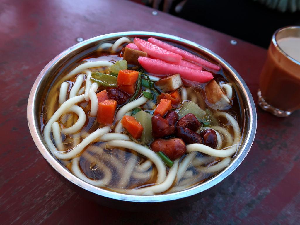 51-西藏拉薩 哲蚌寺前的藏餐館(吳酸酸).JPG