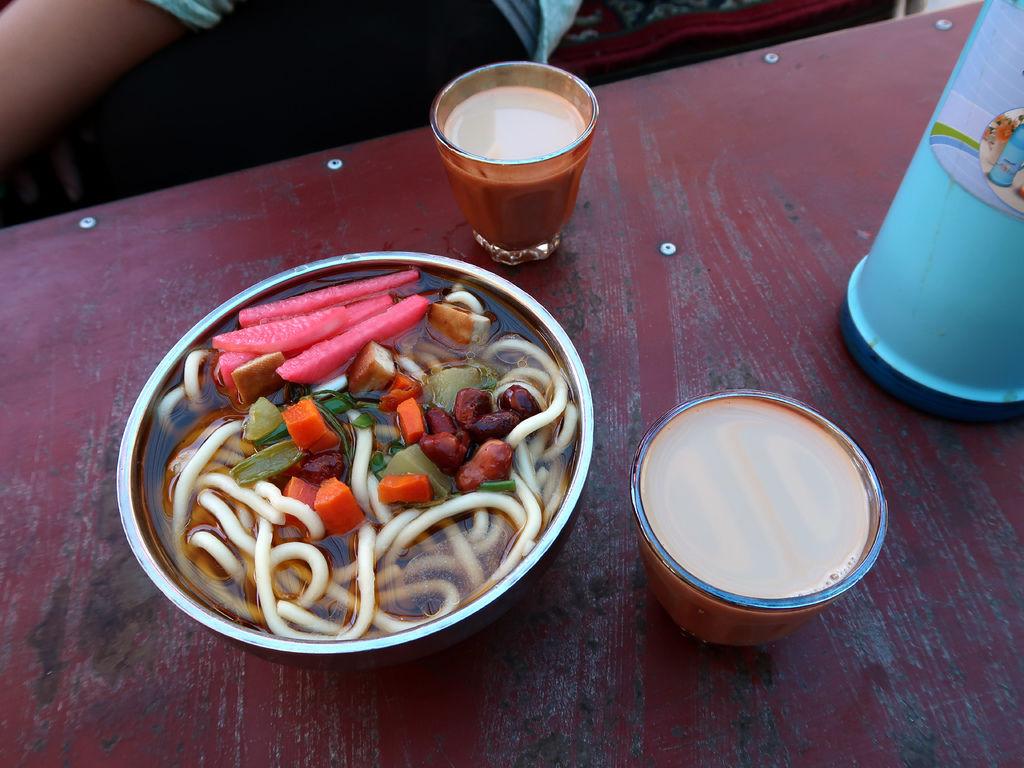52-西藏拉薩 哲蚌寺前的藏餐館(吳酸酸).JPG