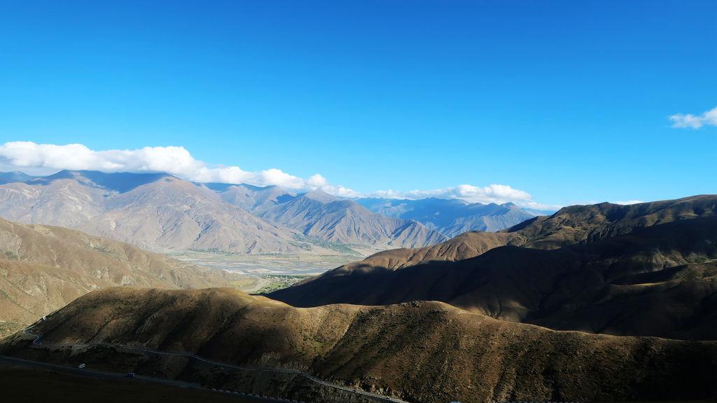 22-西藏吳酸酸雅魯藏布江 前往羊卓雍措 找藏獒拍照.JPG