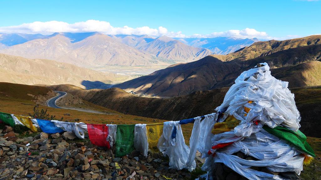 24-西藏吳酸酸雅魯藏布江 前往羊卓雍措 找藏獒拍照.JPG