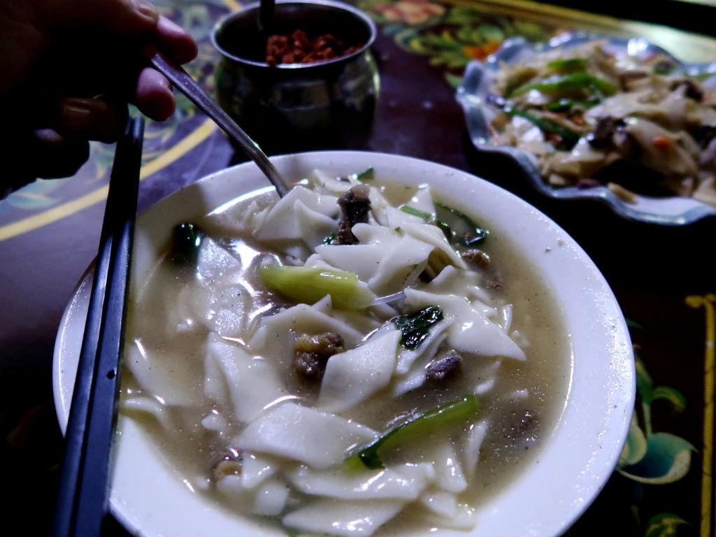 67-西藏吳酸酸 日喀則 藏餐廳 西藏麵片.JPG