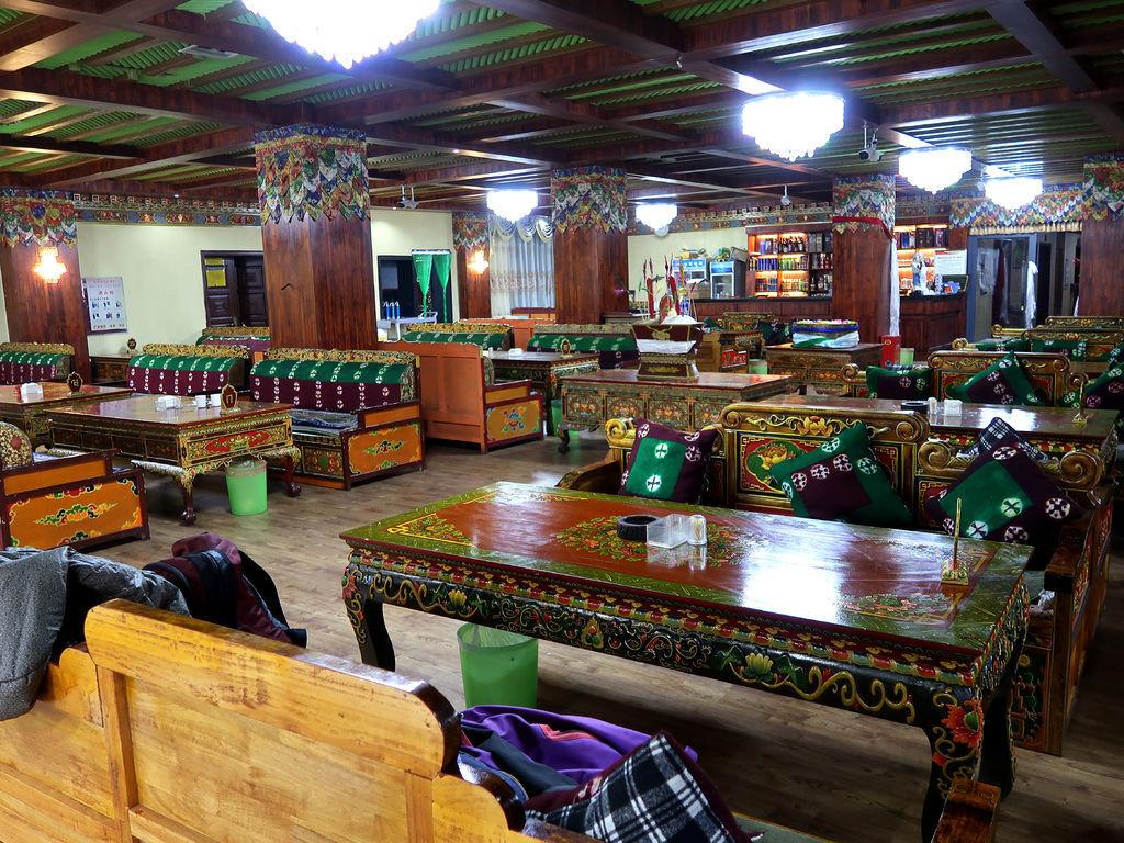 04-西藏日喀則扎西曲塔酒店 吳酸酸.JPG