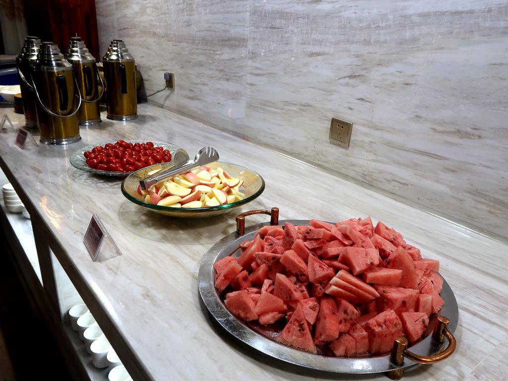 06-西藏日喀則扎西曲塔酒店早餐 吳酸酸.JPG
