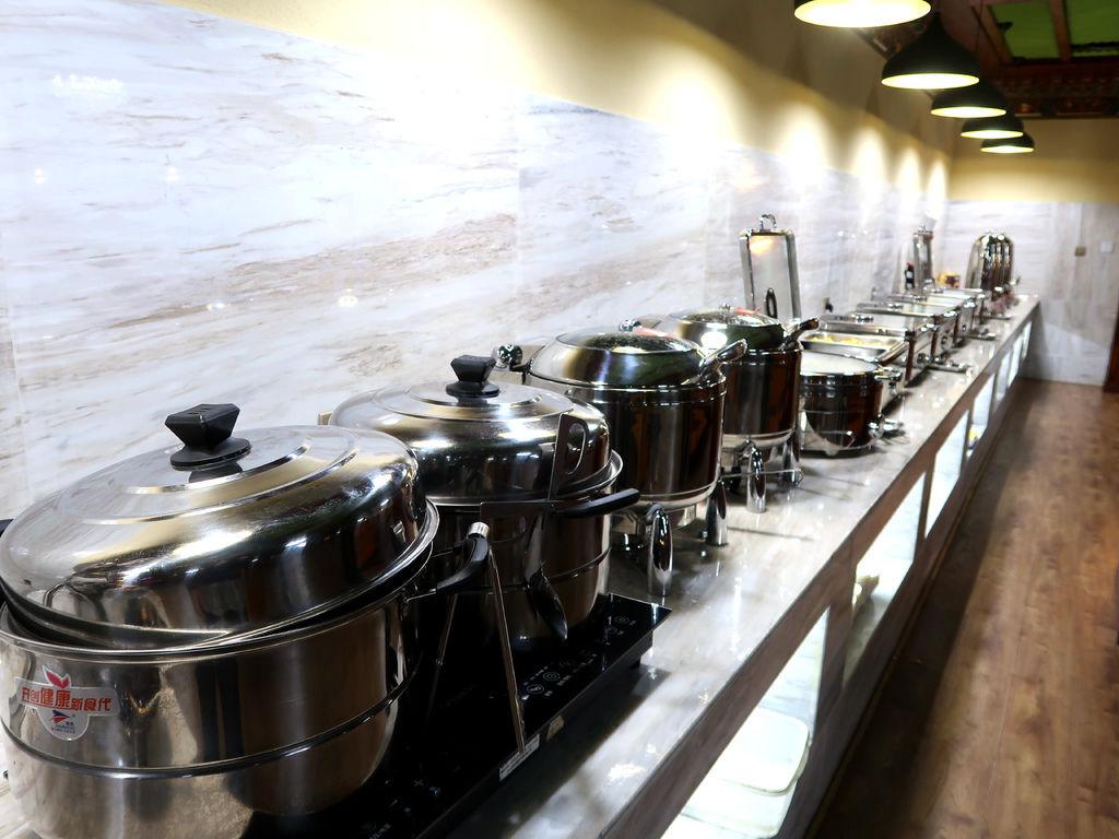 05-西藏日喀則扎西曲塔酒店早餐 吳酸酸.JPG