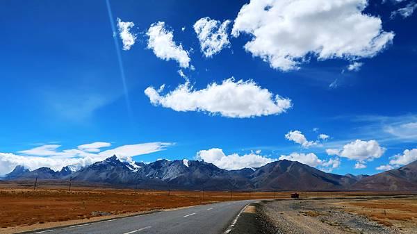 38-從珠峰大本營到薩嘎一路好玩。佩枯措、希夏邦馬.JPG