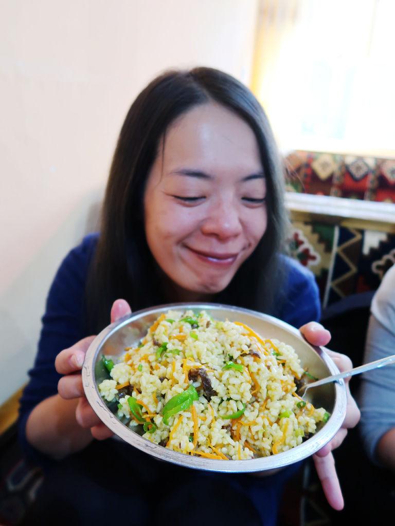 74-從珠峰大本營到薩嘎一路好玩。薩嘎晚餐慶祝中秋節.JPG