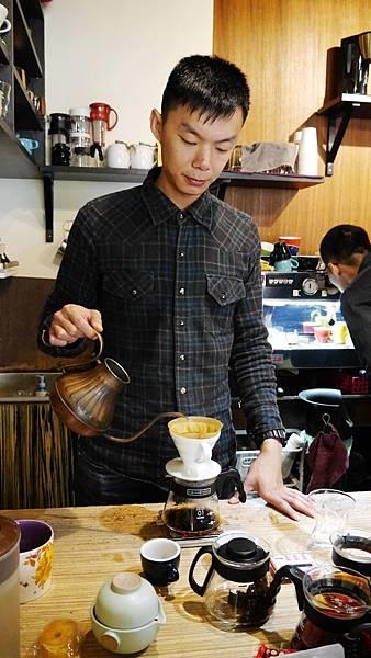 48_台中有溫度的咖啡店_沙鹿_出軌咖_洪大師.JPG
