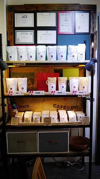 50_台中有溫度的咖啡店_沙鹿_出軌咖_自家烘焙咖啡.JPG