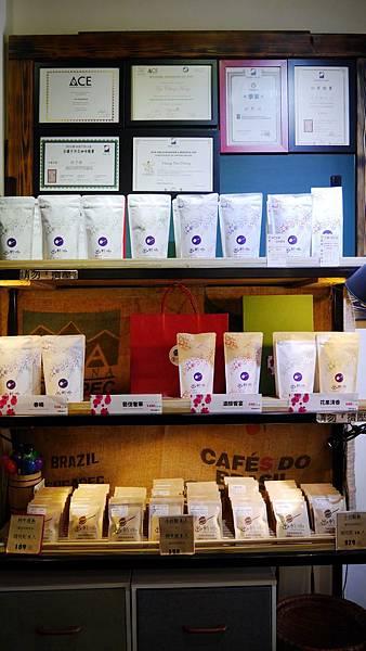 56_台中有溫度的咖啡店_沙鹿_出軌咖_自家烘焙咖啡.JPG