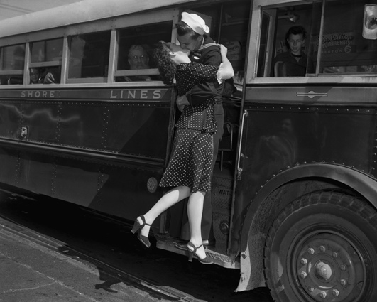 Vintage Photos of Soldiers Kissing Their Loved Ones (4).jpeg