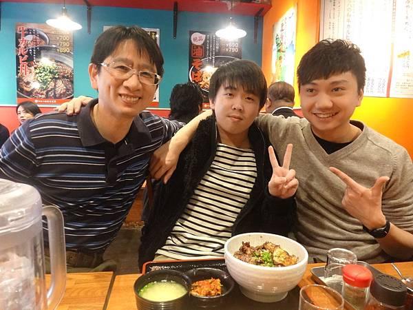 亞洲體系一起吃燒肉飯