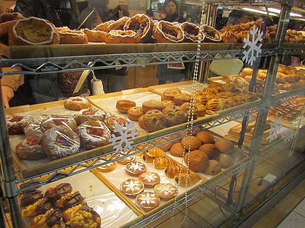 車站的麵包店也好誘人