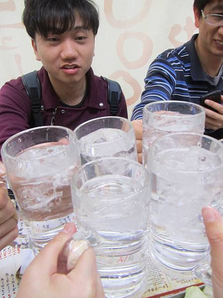 以水代酒乾杯