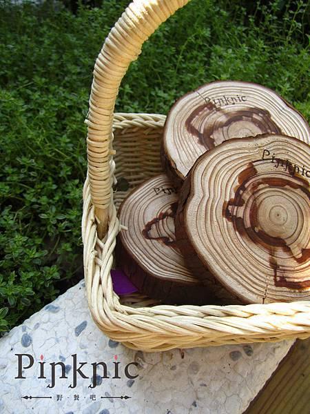 柳杉木原木切片而成