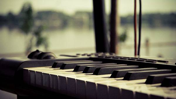 Free-Desktop-HD-Piano-Backgrounds-768x432.jpg