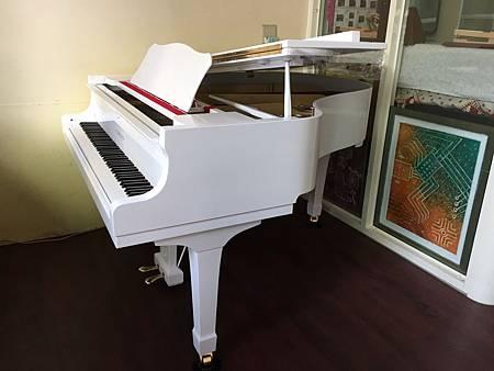 白色平台琴