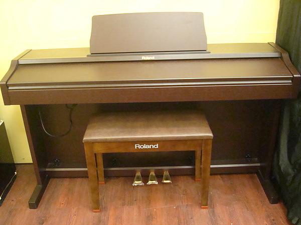 ROLAND RP101電鋼琴