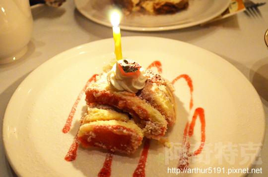 勞瑞斯-壽星草莓蛋糕