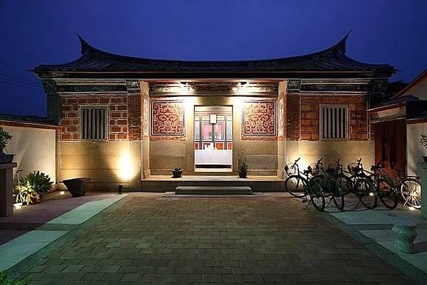 大門庭院-祥和的夜景.jpg