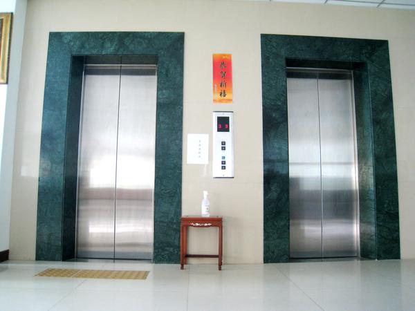 雙電梯(免去人多時等候之苦)