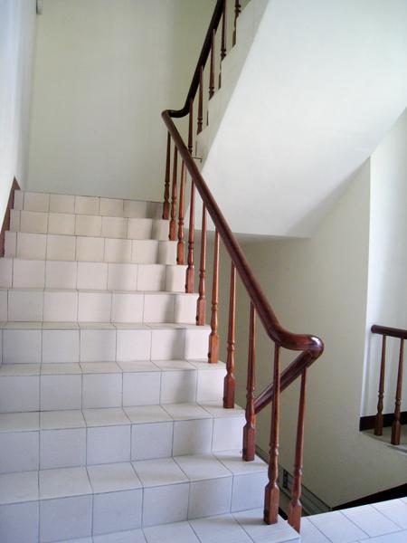 寬廣的逃生梯