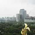 大阪城上看大阪