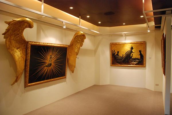 姚瑞中《天堂變II》(左)、《天堂變IV》(右)  (另有兩件作品《天堂變I》、《獸身供養》)