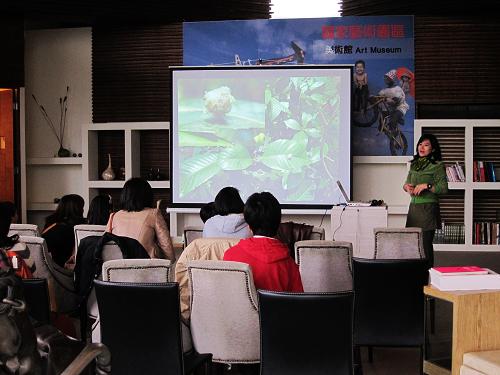 講師林國香用一張張照片,帶著聽眾走訪一段宛如身歷其境的自然旅程