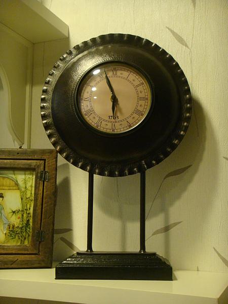 氣質取勝的典雅型座鐘-B104