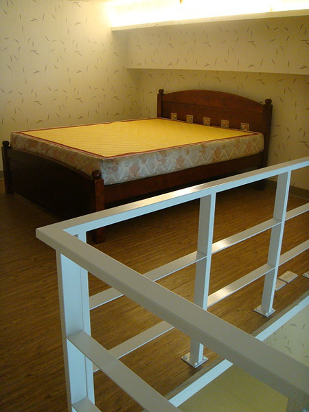 夾層為起居臥房,採開放式不隔間喔