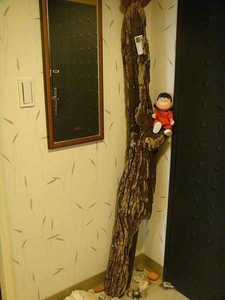 入口處的門後有個迎賓小人,呵~