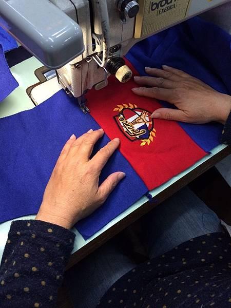 團體外套訂製-外套細節logo