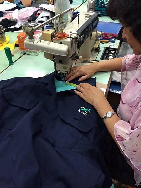 企業團體服-車縫製作