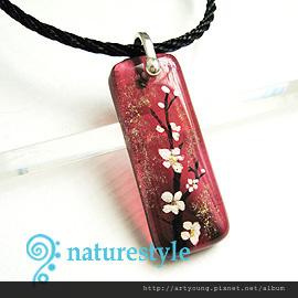 紅色彩繪梅花