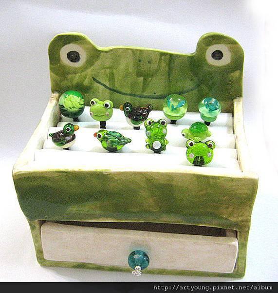 青蛙陶飾品置物盒