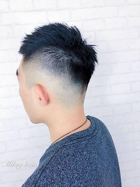 極短髮型漸層.jpg